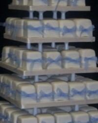 individual parcels cakes with blue bow